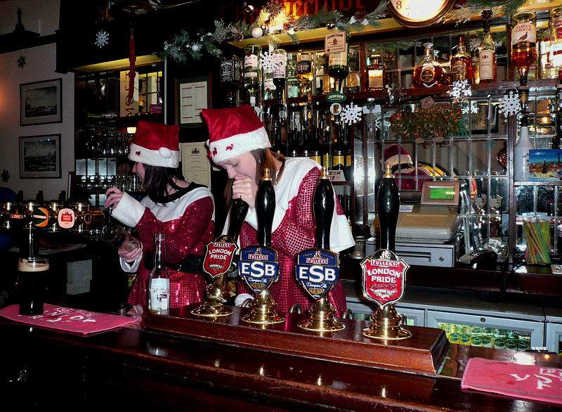 santa-girls-in-pub